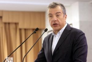 """Θεοδωράκης για ΠΓΔΜ: Ναι στον όρο """"Μακεδονία"""" σε σύνθετη ονομασία"""