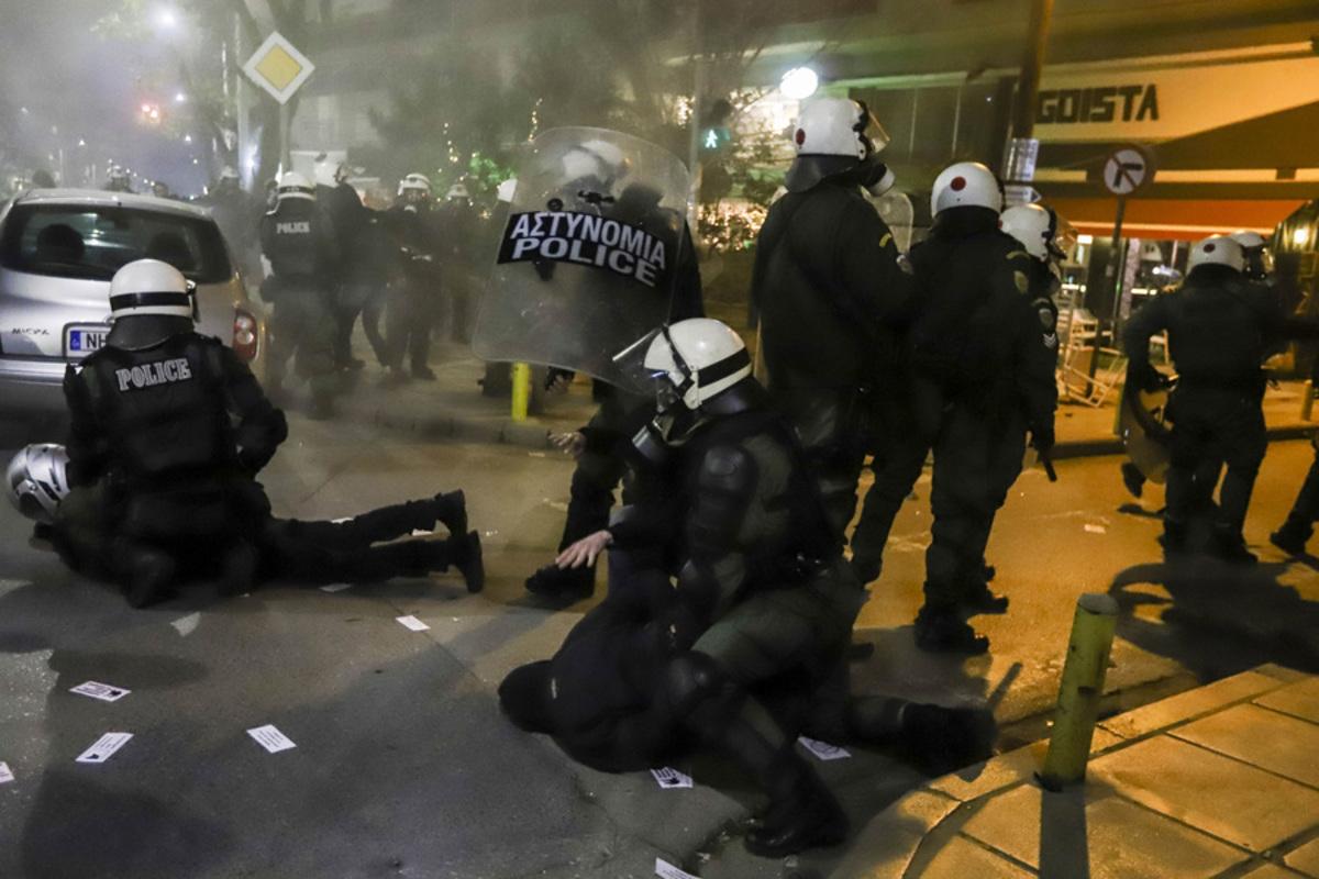 Πέντε συλλήψεις για τα επεισόδια στη Θεσσαλονίκη [pics, vids]