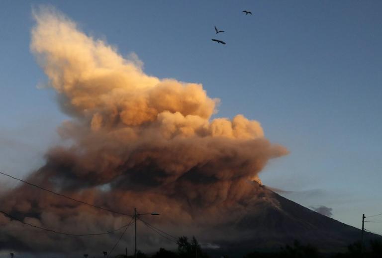 """Συναγερμός στην Ιαπωνία! """"Σιγοβράζει"""" το βουνό Ζάο – Φόβοι για έκρηξη"""