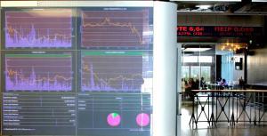 Κέρδη 36,4% και 14,5 δισ. σε ένα χρόνο για το Χρηματιστήριο – Συνεχή ρεκόρ στην αγορά ομολόγων