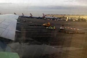 Αιματηρό τροχαίο στο Heathrow: Πέθανε εργαζόμενος – Έβγαλαν εκατοντάδες επιβάτες από αεροπλάνο
