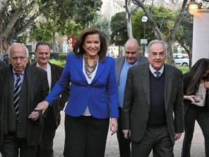 Η Ντόρα Μπακογιάννη στην κοπή πίτας της Ένωσης Δημάρχων Κρήτης [pics, vids]