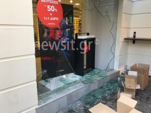 Έσπασαν καταστήματα στην Ερμού και η Αστυνομία έκανε προσαγωγές… τουριστών!
