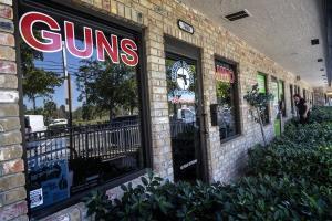 Φλόριντα: Επιμένουν στην πώληση όπλων μετά το μακελειό
