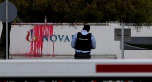 """Υπόθεση Novartis: """"Ντου"""" του Ρουβίκωνα στα κεντρικά γραφεία της εταιρείας"""