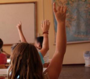 Βόλος: Σήκωσε το χέρι και πάγωσε τον καθηγητή – Η μαθήτρια μίλησε στην τάξη για τη νύχτα που προηγήθηκε!