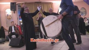 Κορινθία: Το τσάμικο του παπά που σαρώνει το διαδίκτυο – Ο χορός που έγινε θέμα συζήτησης [vid]
