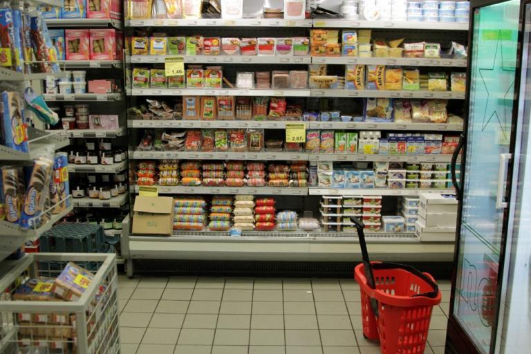"""Σούπερ μάρκετ- υγειονομική """"βόμβα"""" στην Αττική – Δέκα τόνοι τρόφιμα επικίνδυνοι για την δημόσια υγεία"""
