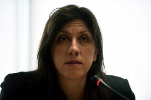 Έξαλλη η Κωνσταντοπούλου: Αυτοί να μην πιάνουν στο στόμα τους τον Μίκη!