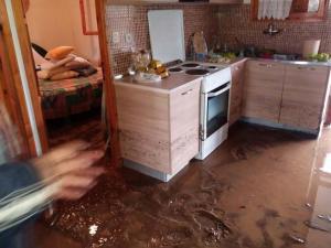 Λάρισα: Πλημμύρισαν σπίτια στην παραλία του Αγιόκαμπου – Λάσπες και ζημιές δείχνει η αυτοψία [pics]