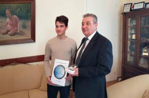 Ξάνθη: Αυτός είναι ο μαθητής που κέρδισε σε ευρωπαϊκό διαγωνισμό – Ο Νίκος Γκόρδης σε πελάγη ευτυχίας [pics]