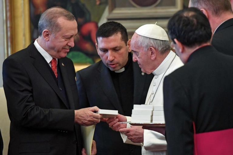 Το δώρο με νόημα που έκανε ο Πάπας Φραγκίσκος στον Ερντογάν