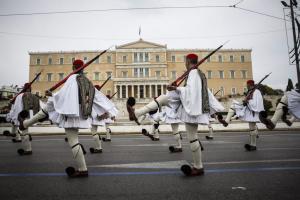 Συλλαλητήριο Αθήνα: Η συγκλονιστική αλλαγή φρουράς των ευζώνων υπο το «Μακεδονία Ξακουστή»