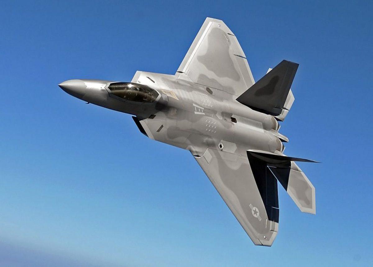 """F-22: Γινόμαστε """"πιλότοι"""" του stealth μαχητικού αεροσκάφους… σε εικονική πραγματικότητα! Δείτε το βίντεο!"""