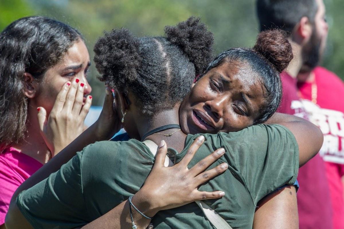 Σάλος: Να οπλοφορούν οι δάσκαλοι προτείνει η υπ. Παιδείας των ΗΠΑ!