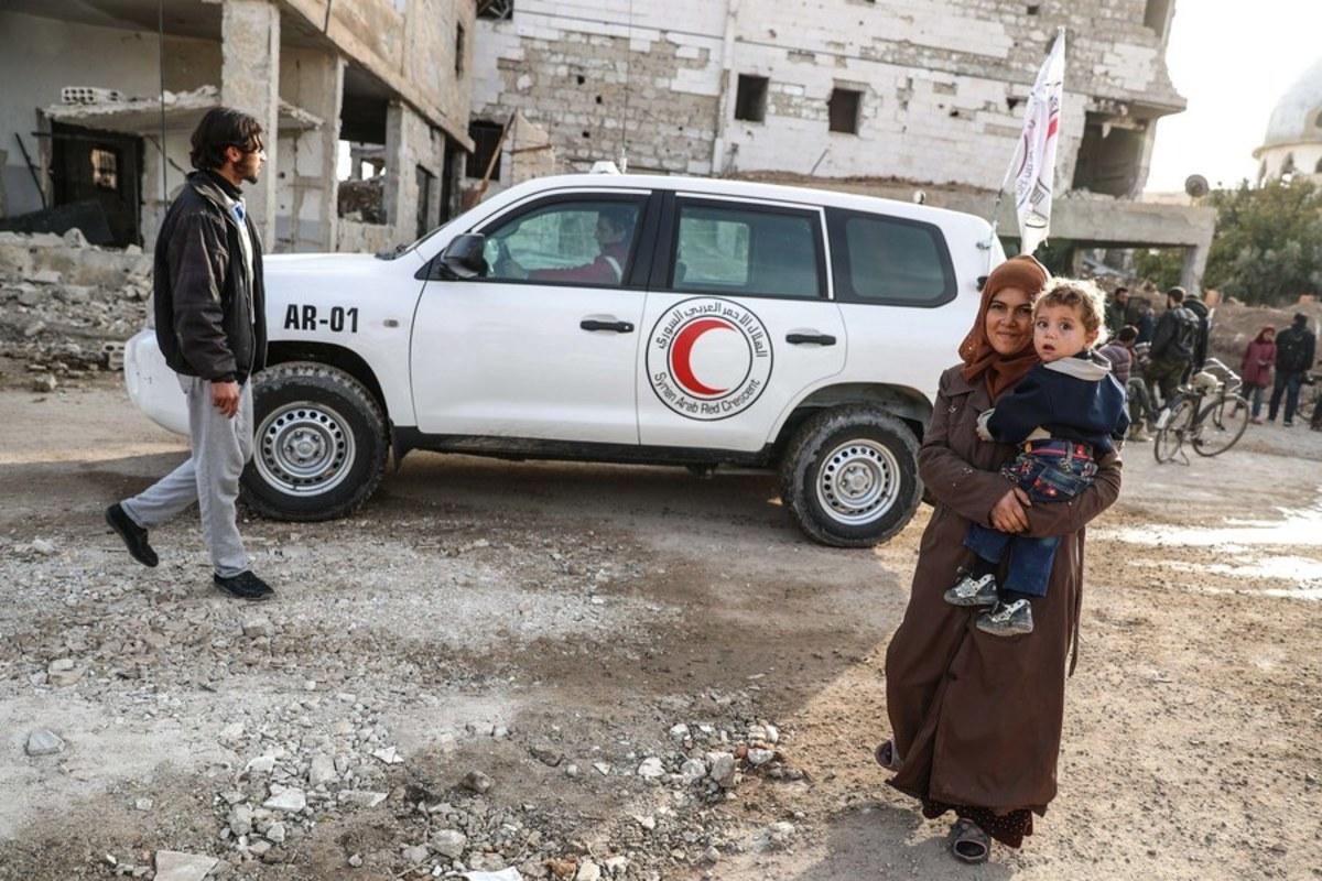 Συρία: Η πρώτη οχηματοπομπή με ανθρωπιστική βοήθεια έφθασε στην ανατολική Γούτα