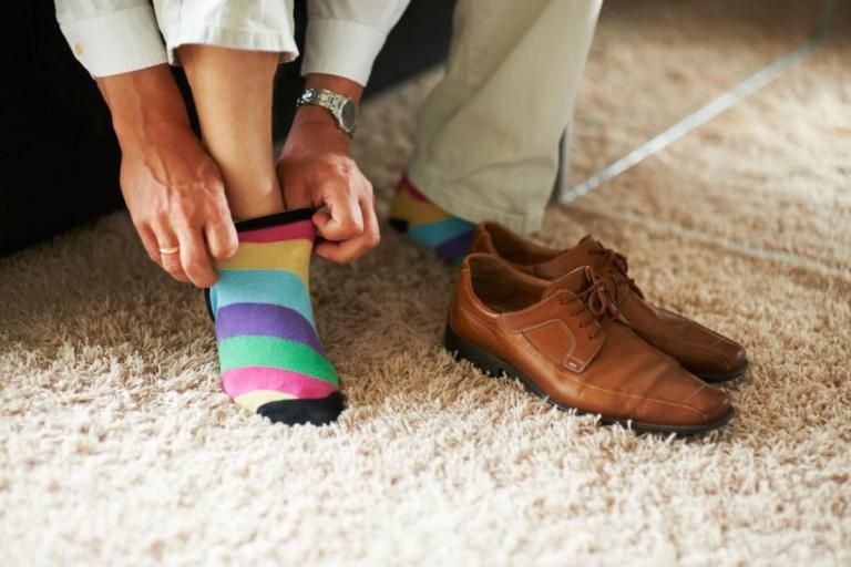 Γιατί να μην φοράτε ΠΟΤΕ τις ίδιες κάλτσες για δεύτερη μέρα