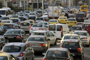 Κίνηση: Κόλαση στους δρόμους! Η βροχή μπλόκαρε τα πάντα
