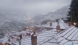 """Καιρός live: Χιόνι και μαγικές εικόνες από την Ελλάδα σε """"ζωντανή μετάδοση"""""""