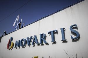 Καταγγελία μητέρας για Novartis: Με πήραν τηλέφωνο για να κάνω ακριβό εμβόλιο στο παιδί μου