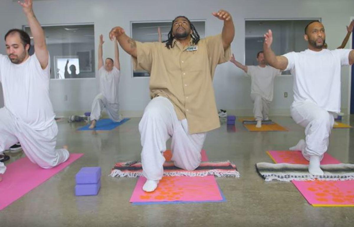 Η γιόγκα κάνει καλό στους φυλακισμένους