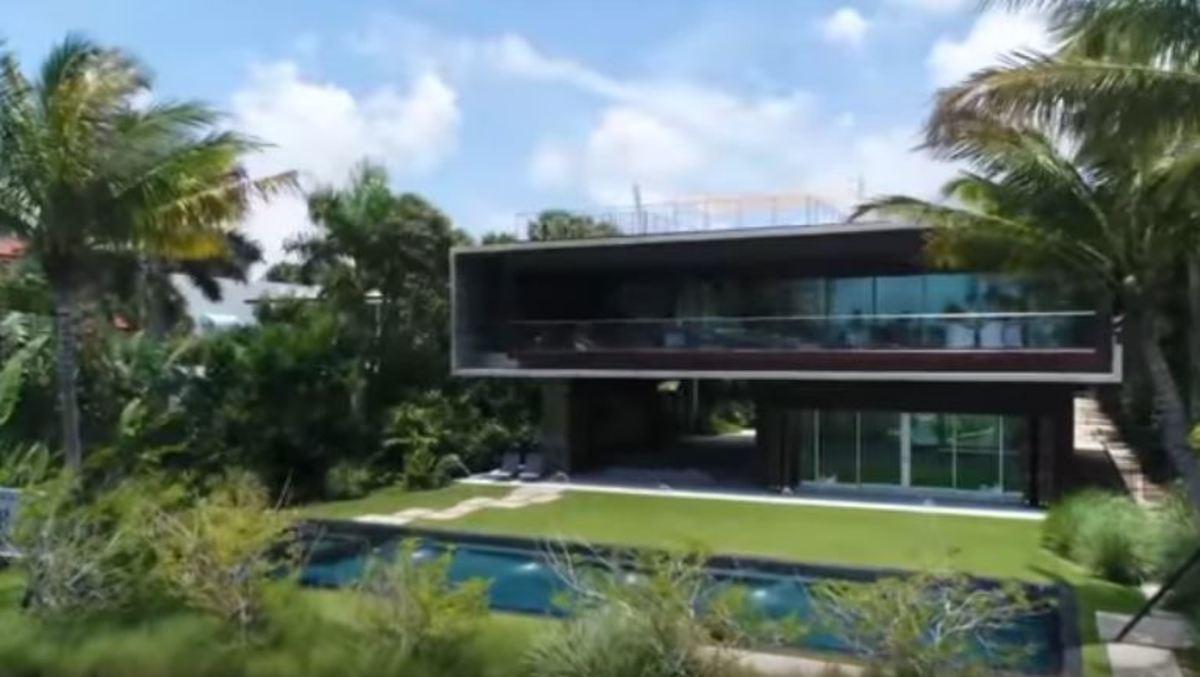 Μέσα στο πιο ακριβό σπίτι του Μαϊάμι – Δεν θα πιστέψετε πώς πας στον δεύτερο όροφο
