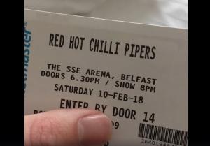 Ζευγάρι έκανε ένα ολόκληρο ταξίδι για να δει κατά λάθος τους Red Hot Chilli… Pipers