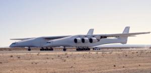 Δέος! Σχεδόν έτοιμο το μεγαλύτερο αεροσκάφος στον κόσμο! [vids, pics]