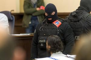 Προκλητικός στο δικαστήριο ο Σαλάχ Αμπντεσλάμ – «Δεν σας φοβάμαι»