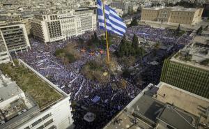 Συλλαλητήριο για την Μακεδονία: Χιλιάδες διαδηλωτές και σημαία γίγας από… ψηλά