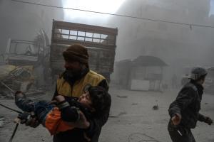 Συρία: Σκληρές εικόνες από βομβαρδισμούς – 26 νεκροί, εκ των οποίων 17 παιδιά