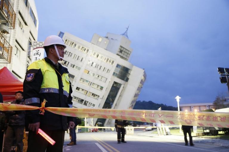Ταϊβάν: Αγωνία για τους 62 αγνοούμενους μετά τον σεισμό [pics]