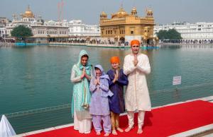 Άγριο κράξιμο στον Τριντό που ντύθηκε… Bollywood κατά την επίσκεψή του στην Ινδία [pics]