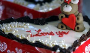 Άγιος Βαλεντίνος: Η γιορτή, τα δώρα και η ελληνική εκδοχή