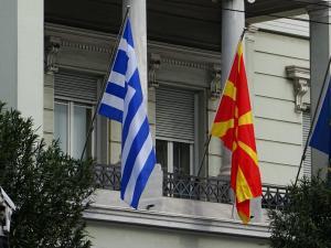 Σκοπιανό: Οργισμένη ανακοίνωση του ελληνικού ΥΠΕΞ για τον Επίτροπο Γιοχάνες Χαν