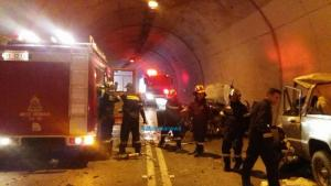 Ναύπακτος: Ένας νεκρός και 4 τραυματίες σε σήραγγα – Χτύπησε και βρέφος στο τροχαίο δυστύχημα [pics, vid]