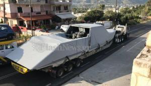 Χανιά: Τροχαίο με τριαξονικό που μετέφερε πολεμικό σκάφος στην αμερικανική βάση της Σούδας [pics]
