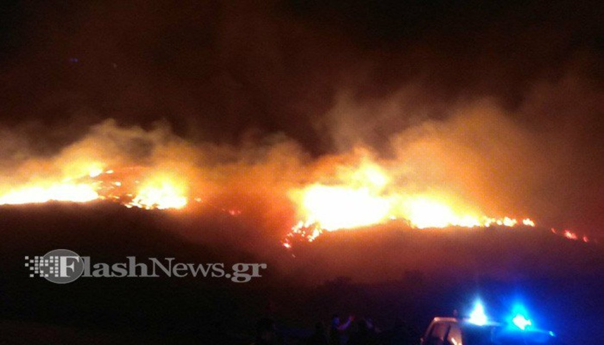 Χανιά: Νύχτα κόλαση στις φλόγες – Αλλεπάλληλες φωτιές από τους ισχυρούς ανέμους – Οι εικόνες καταστροφής [pics, vids]