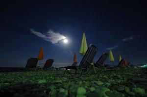 Ρόδος: Νύχτα κόλαση για ανήλικο σε παραλία – Ο πατέρας του, τον άφησε σε λάθος χέρια!