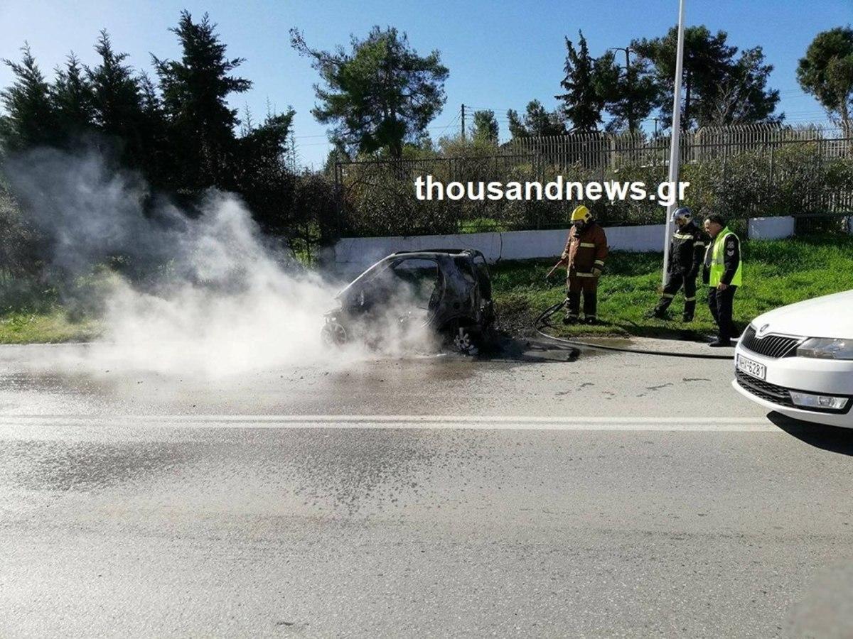 Θεσσαλονίκη: Οδηγούσε και ξαφνικά το αυτοκίνητο πήρε φωτιά – Ο οδηγός απέφυγε τα χειρότερα [pics]