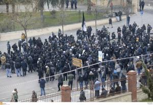 ΠΑΟΚ: Πορεία διαμαρτυρίας οπαδών! Συνθήματα έξω απ'τα γραφεία του ΣΥΡΙΖΑ [vid]