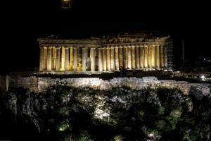 Η Ακρόπολη βυθίστηκε στο σκοτάδι – Η στιγμή που έσβησαν τα φώτα στον Παρθενώνα [pics]