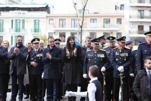 Κοζάνη: Τα χειροκροτήματα της Έλενας Κουντουρά στην παρέλαση – Με λαμπρότητα οι εορτασμοί [pics]