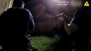 Σοκαριστικό βίντεο! Αστυνομικοί γάζωσαν Αφροαμερικανό που ήταν οπλισμένος με iPhone [vid]
