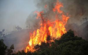 Φωτιά… επί τέσσερα! Καίγονται Κρήτη, Ηλεία, Κιάτο και Αυλώνας!