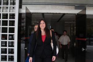 Συμβολαιογράφοι: Η Ζωή Κωνσταντοπούλου μας απειλεί!