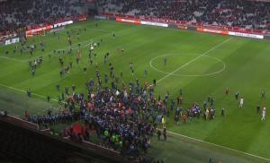 Χαμός στο Λιλ – Μονπελιέ! Εξαγριωμένοι οπαδοί έκαναν… ντου στους παίκτες [vids]
