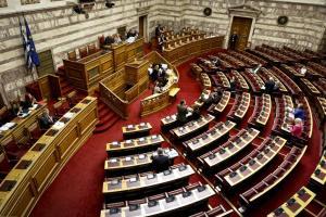 Άγριες κόντρες στην Βουλή για Μαρινάκη και συνεργάτη Τσακαλώτου