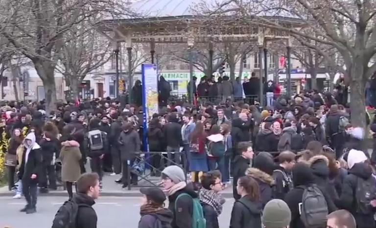 Άγριες συμπλοκές διαδηλωτών – αστυνομικών στο Παρίσι