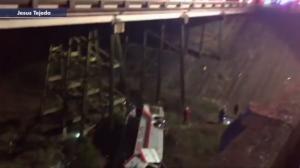 Σχολικό λεωφορείο έπεσε σε χαράδρα – 1 νεκρός και τραυματίες στην Αλαμπάμα [vids]